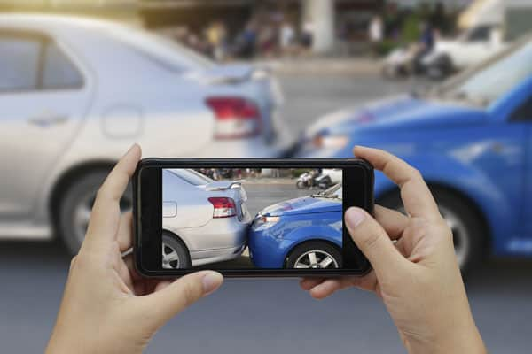 Schadenmeldung Autounfall Handyfoto App UVK